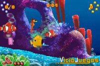 Nemo junto a su padre y sus nuevos amigos.