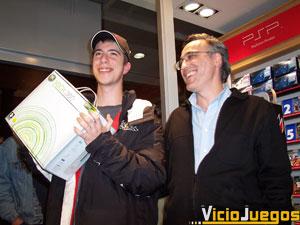Enrique Redondo, ganador del concurso de MSN, es el primer español que ha podido poner sus manos sobra la consola. Y además gratis.