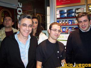 Alvaro Morán, como ya hizo hace más de tres años con la XBox original, fue el primero en comprar la consola tras hacer cola durante todo el día