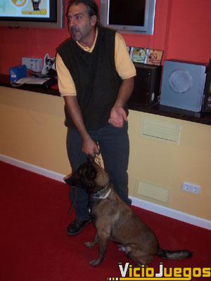"""Dieguez nos presenta a Moro, un perro entrenado cuyo comportamiento poco tienen que envidiar los cachorros de """"Nintendogs"""""""
